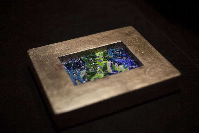 Mosaici di Grazia Lombardi. Mosaico in paste vitree, murrine e cornice in foglia oro.