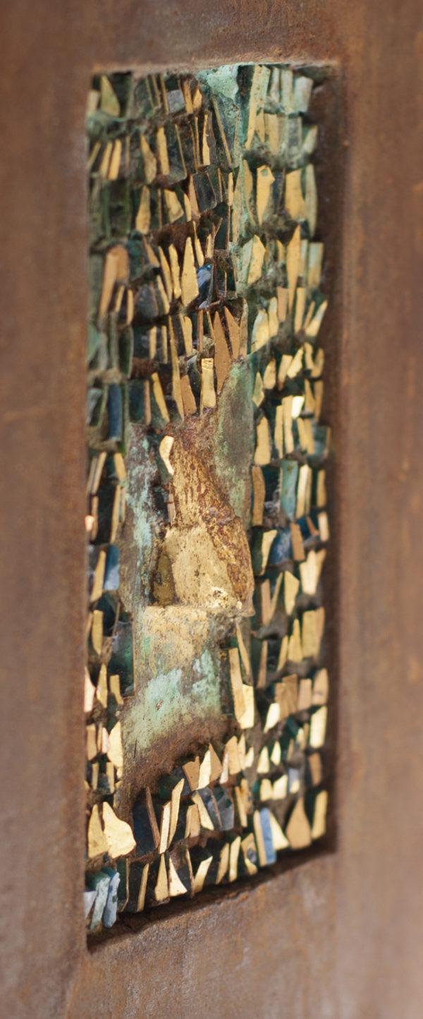 SPAZIO SOTTILE - Mosaico in tessere oro, rame ossidato e cornice in foglia oro
